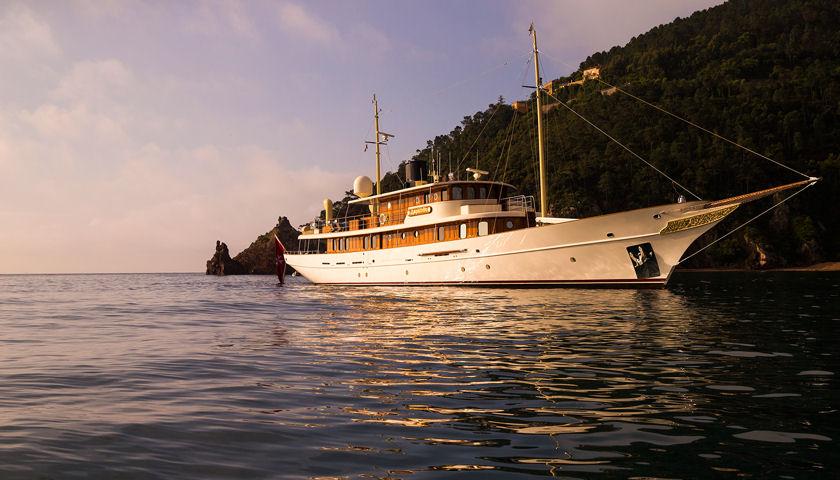 amphitrite yacht