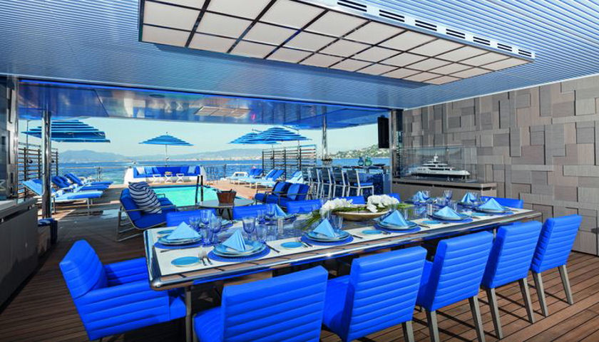 Seasense dining pool view