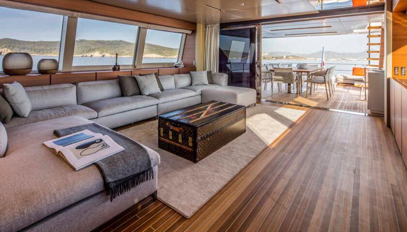 Navetta 33 upper deck