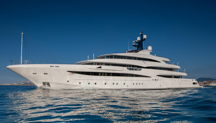 CRN yacht Cloud 9