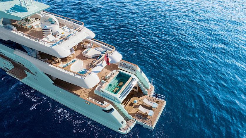Latona yacht
