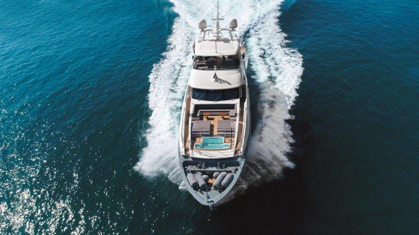 Lejos yacht
